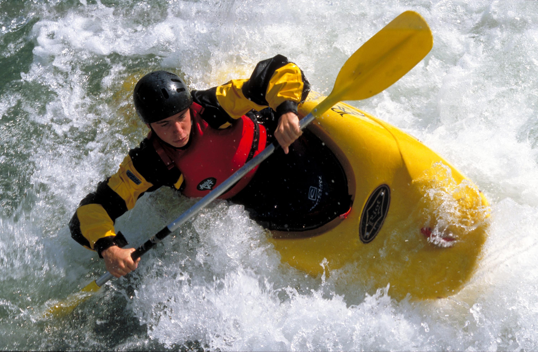 Kayak-©JL.-Rigaux-Auvergne-Rhône-Alpes-Tourisme